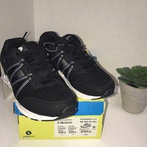 Xersion Black Sneakers Size 6 M Runamatic
